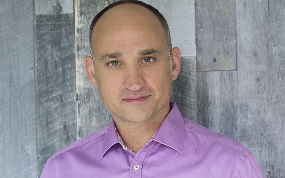 TV-host David V.