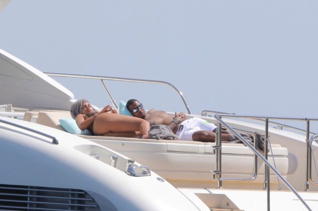 Sara yatching with Carmelo Anthony