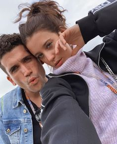 Jaime Lorente with his girlfriend