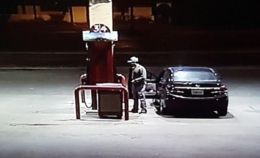 Michael Cavallari spotted in petrol pump