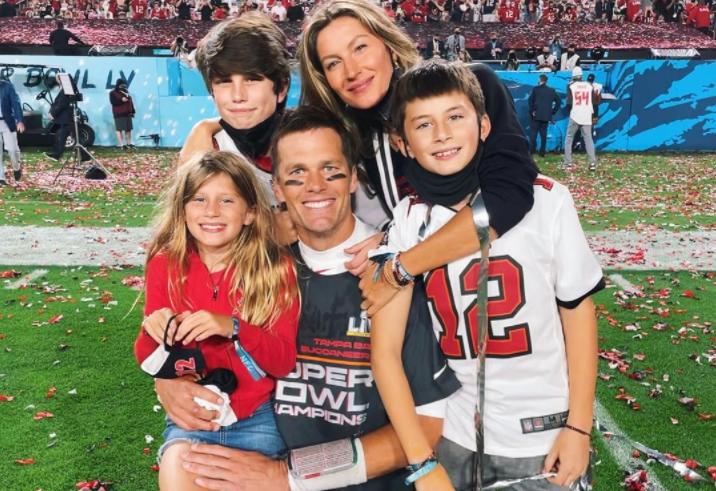 Tom Brady with his wife and kids